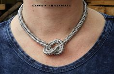 Stijlvolle chainmail ketting met knoop mat zilverkleurig, type box. necklace jewellry. chainmaille.Geanodiseerd aluminium, Tessa's chainmail by TessasChainmail on Etsy