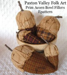 Free acorn pattern at http://www.craftyavenue.com