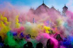 Celebrating the Hindus festival of Holi in India http://natashafatah.blogspot.com/