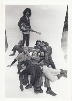 Frank Zappa & The Mothers of Invenction Frank Zappa, Frank Vincent, El Rock And Roll, Nina Hagen, Psychedelic Music, Strange Photos, Progressive Rock, Him Band, Jimi Hendrix