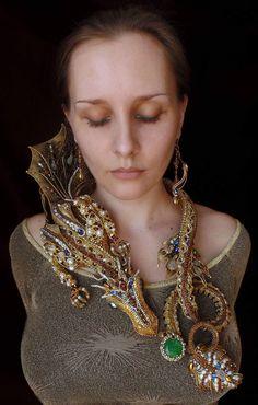 By Olesya Bryutova Breathtaking beadwork!