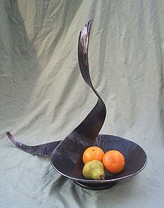 Sculptural fruit bowl