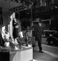 Explore his archives through a choice of fifteen photos excerpted from Robert Doisneau's photo archives. We shall put more of them online bit by bit. Robert Doisneau, Henri Cartier Bresson, Edward Weston, Vivian Maier, Man Ray, Magnum Photos, Ansel Adams, André Kertesz, Willy Ronis