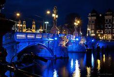 Blauwbrug verlicht tijdens Light festival 2014