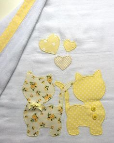 Pode ser produzida … Diaper of approximately cream, cotton. Applique Templates, Applique Patterns, Applique Designs, Embroidery Applique, Embroidery Designs, Sewing Patterns, Baby Sheets, Easy Baby Blanket, Baby Quilt Patterns
