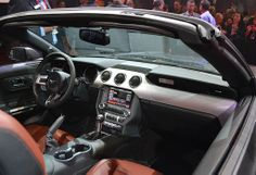 2015 Ford Mustang Convertible Debuts Alongside Fastback Coupe