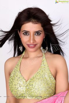 Gorgeous Indian Girl Niir Arora in Midriff Saree - Ragalahari Exclusive Studio Shoot - Image 4