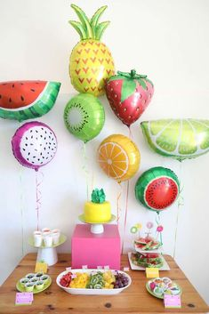Diese Zwei-tti-Frutti-Geburtstagsfeier ist so hell und farbenfroh! Weitere Partyideen …, 82 Cute Drink Stations That Are Ready To Party Cómo hacer colorido y divertido, volar dragones plato de papel! Watermelon Birthday Parties, Fruit Birthday, 2nd Birthday Party Themes, Second Birthday Ideas, Girl 2nd Birthday, Fruit Party, Summer Birthday, First Birthday Parties, Birthday Decorations