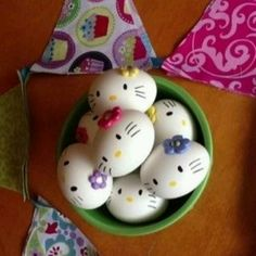Hello Kitty hard boiled eggs I have to do this for easter! Every time I see Hello Kitty stuff I think of sis. Hoppy Easter, Easter Bunny, Easter Eggs, Easter Food, Easter Stuff, Easter Party, Holiday Treats, Holiday Fun, Diy For Kids