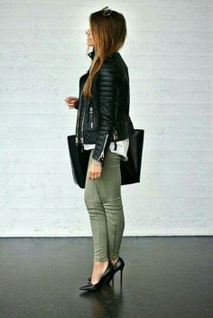 Ankle boats outfit fall casual street style leather jackets New ideas Stylish Outfits, Fall Outfits, Fashion Outfits, Womens Fashion, Olive Pants, Olive Skinnies, Green Skinnies, Athleisure Trend, Looks Plus Size