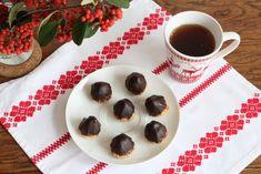 A l'approche de Noël, on aime bien confectionner toutes sortes de petits gâteaux à offrir à nos amis ou à grignoter lors d'un goûter d'hiver. Cette année, pour changer des habituels sablés, on est ...