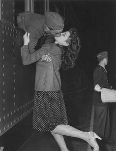 Flightless Boyds: Victory kisses