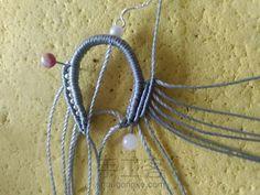叶の魅(不知原作者起的啥名) 第13步 Macrame Earrings, Macrame Jewelry, Lace Necklace, Necklace Tutorial, Macrame Tutorial, Micro Macrame, Floral Lace, Fiber Art, Art For Kids