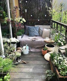 64 Fabulous Ideas for Spring Decor on Your Balcony 2019 - Balkon Ideen - Apartment Decor Small Balcony Design, Small Balcony Garden, Small Balcony Decor, Balcony Plants, Balcony Ideas, Patio Design, Small Balconies, Small Terrace, Balcony Gardening