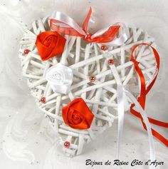 Porte alliances  coussin alliance en stock - porte alliance roses rouge et  blanc porte alliance coeuralliance coeur osier