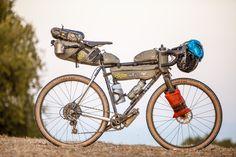 Handmade in Belgium: Venom gravel bikepacking bike with Apidura bags. More details on Evanoui. Touring Bicycles, Touring Bike, Bikepacking Bags, Riders On The Storm, Bike Brands, Cycling Bikes, Road Bike, Mountain Biking, Outdoor Gear