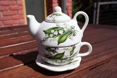Set of teapot and cup with saucer small - lidded teapot with cup and saucer perfect for your tea time. Teapots And Cups, Lily Of The Valley, Deco, Cup And Saucer, Tea Time, Tea Pots, Tableware, Handmade, Beautiful