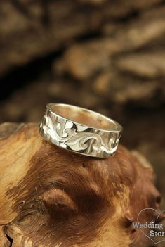 Vine wedding bands set in vintage style by WeddingRingsStore. Unique silver wedding rings set, Matching bands, Unusual wedding band set, Sterling silver bands #weddingring #sterlingsilver #vintagering #jewelry Boho Rings, Women's Rings, Vintage Rings, Vintage Style, Silver Bands, Designer Silver Jewellery, Wedding Band Sets, Weddingideas, Rings For Men