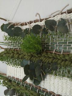 Weaving Projects, Weaving Art, Loom Weaving, Tapestry Weaving, Creative Textiles, Creative Art, Diy Coat Rack, Bamboo Garden, Woodland Christmas