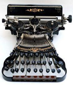 This beautiful typewriter almost looks like a strange musical instrument. I suppose it is  - www.remix-numerisation.fr - Rendez vos souvenirs durables ! - Sauvegarde - Transfert - Copie - Digitalisation - Restauration de bande magnétique Audio - MiniDisc - Cassette Audio et Cassette VHS - VHSC - SVHSC - Video8 - Hi8 - Digital8 - MiniDv - Laserdisc - Bobine fil d'acier - Micro-cassette - Digitalisation audio - Elcaset