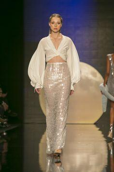 5f4b0bf731 Özgür Masur - 2017 İlkbahar Yaz Özgür Masur İlkbahar Yaz 2017 defilesi  Mercedes-Benz Fashion Week Istanbul kapsamında gerçekleşti. Island WearCat  ...