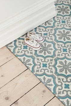 Thinking of installing ceramic floor tiles in your home? You have to read this guide to the pros and cons of ceramic floor tiles before doing anything!Moroccan-inspired blue, white and gray decorative ceramic floor tiles Tiled Hallway, Hallway Flooring, Kitchen Flooring, Farmhouse Flooring, Ceramic Floor Tiles, Bathroom Floor Tiles, Ceramic Flooring, Tile Flooring, Bathroom Gray