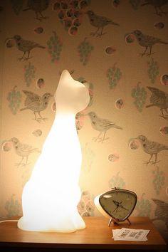 Rollito retro moderno,el papel,el despertador,la lámpara