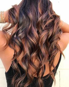 Pretty fall hair colors for brunettes including Splash of balayage, Warmed-up brunette, Caramel highlights, Rose gold balayage, Brunette blonde contra… - All About Hairstyles Fall Hair Color For Brunettes, Fall Hair Colors, Brown Hair Colors, Hair Styles For Brunettes, Highlighted Hair For Brunettes, Brunette Color, Ombre Hair Color, Hair Color Balayage, Balayage Ombre