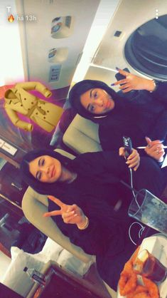 Kylie y friend Kylie Jenner Icons, Ropa Kylie Jenner, Kylie Jenner Workout, Kylie Jenner Fotos, Trajes Kylie Jenner, Looks Kylie Jenner, Kylie Jenner Outfits, Kylie Jenner Style, Kendall And Kylie Jenner