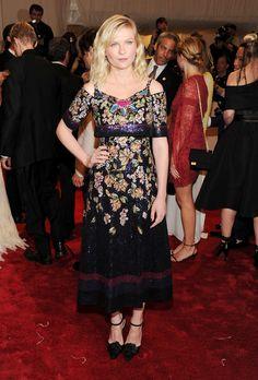 "Kirsten Dunst Photos: ""Alexander McQueen: Savage Beauty"" Costume Institute Gala At The Metropolitan Museum Of Art - Arrivals"