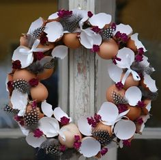 Wreath with eggshells tinker at Easter - 20 DIY ideas for spring - #DIY #Easter #eggshells #Ideas #spring #tinker #Wreath