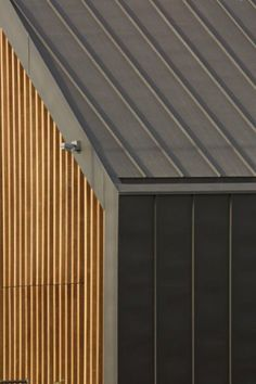 VMZINC's Structural Roof is a construction system combining a standing seam roofing in VMZ Zinc plus with rigid mineral wool insulation laid on supporting Zinc Cladding, Roof Cladding, External Cladding, House Cladding, Concrete Cladding, Concrete Wood, Wall Cladding, Roof Design, Exterior Design
