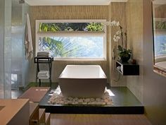 Explore our pictures of beautiful, luxurious bathtubs for ideas and inspiration on ways to improve your bathroom retreat.