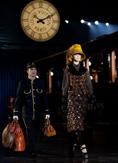 """Louis Vuitton Fall / Winter 2012 ... sfilata sullo sfondo di una """"vecchia stazione"""" ! Bellissimo!"""