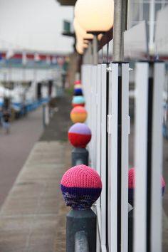 на зиму украсить столбики около плазы