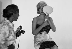 Marilyn Monroe and Magnum photographer Eve Arnold during the filming of The Misfits. 1960 © Eve Arnold / Magnum Photos