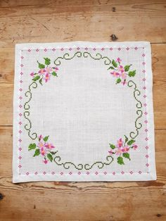 Lovely floral cross stitch embroidered tablecloth in linen from Sweden - Punto de cruz Cross Stitch Rose, Cross Stitch Flowers, Cross Stitch Designs, Cross Stitch Patterns, Cross Stitches, Loom Patterns, Crochet Cushions, Hello Kitty Wallpaper, Linen Tablecloth