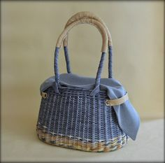 Paper Basket Weaving, Willow Weaving, Sisal, Newspaper Basket, Basket Bag, Wicker Baskets, Straw Bag, Purses And Bags, Diy And Crafts
