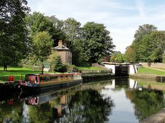The Grand Union Canal was once a busy industrial waterway connecting London with the Midlands. Today, Hanwell Flight of Locks is a great place for a country walk. Places To Travel, Places To Visit, Country Walk, Beautiful Park, Great Places, My House, River, Spaces, Image