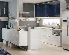 Chiar dacă familia ta întâmpină un nou membru, în bucătăria METOD există întotdeauna loc pentru orice - mese delicioase, deserturi rafinate, conversații plăcute, întâlniri de familie și multă dragoste. Drawer Inserts, Kitchen Pulls, Minimal Kitchen, Spice Storage, Swedish Design, Minimal Design, White Cabinets, Countertops