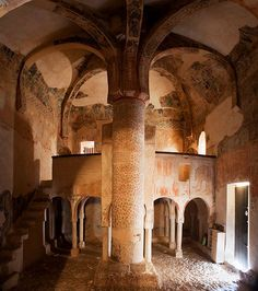 Ermita de San Baudelio en término de Casillas de Berlanga (Provincia de Soria) Cathedral Architecture, Romanesque Architecture, Beautiful Architecture, Architecture Details, Beautiful Landscapes, Pre Romanesque, Unusual Homes, Renaissance, 11th Century