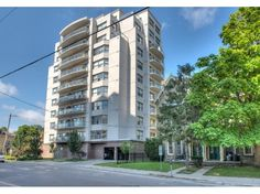 544 TALBOT ST # 1006 - INCREDIBLE VALUE DOWNTOWN - Modern, Luxury & Fantastic Location for Owner Occupiers, Parents of Students, or Investors. 10th Floor, almost 1500 sqft, 3 Bedrooms, 2 Bathroom, North Facing unit, in Prime Downtown.  CALL ARTHUR TKACZYK & DANIEL BRZOZOWSKI 519.673.3390 http://www.century21.ca/Property/101146003