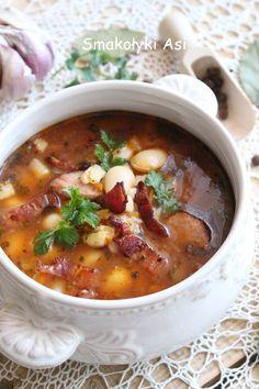 Zupa fasolowa z boczkiem i zacierkami Polish Soup, Romania Food, Garlic Roasted Potatoes, Polish Cuisine, Polish Recipes, Soup Recipes, Diet Recipes, Cooking Recipes, Yummy Food