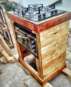 Armário para Cooktop e forno de #pallets.  #10paletando #pallets #paletes by Wesllem Marques Cooktop E Forno, Shipping Pallets, Mansions Homes, Tiny House Living, Pallet Projects, Home Projects, Pallet Furniture, Home Furniture, Cooking Stove