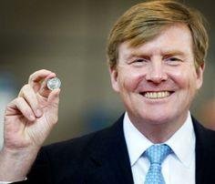 El Rey de Holanda presenta una nueva moneda con su rostro