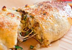 This scrumptious gooey family-style mozzarella cheesesteak stromboli makes the perfect budget friendly meal. Stretch leftover grilled streak into a meal to feed a family of 4 in about 30 minutes. Cheesesteak Stromboli Recipe, Philly Cheese Steak, Steak Recipes, Cooking Recipes, Sandwich Recipes, Sandwich Ideas, Pizza Recipes, Tofu Frit, Poulet General Tao