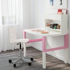 Bureau enfant Pahl - IKEA. Ce bureau au design épuré est conçu pour suivre l'évolution de votre enfant car il est réglable sur trois hauteurs.
