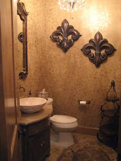 Powder_Room_wiht_Aged_Damask_effect_on_the_walls_009.jpg (450×600)