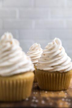 Dairy Free Vanilla Cupcakes (Vegan) - Make It Dairy Free Vegan Coconut Cake, Vegan Carrot Cakes, Vegan Sugar, Dairy Free Vanilla Frosting, Vegan Vanilla Cupcakes, Best Vegan Chocolate, Dairy Free Chocolate, Cupcake Recipes, Dessert Recipes