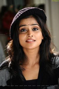 Super Hot Remya Nambeesan posing on bed - HD Stills from Telugabbayi South Indian Actress Hot, Beautiful Indian Actress, Beautiful Women, Hot Actresses, Indian Actresses, Heroine Photos, Malayalam Actress, Cute Faces, India Beauty